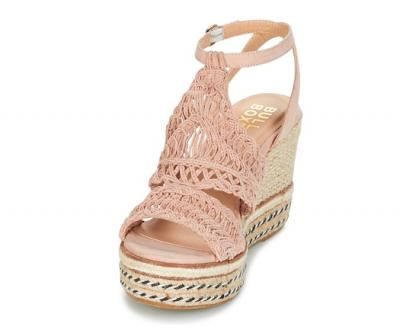 Sandali color nude: ideali per slanciare la gamba