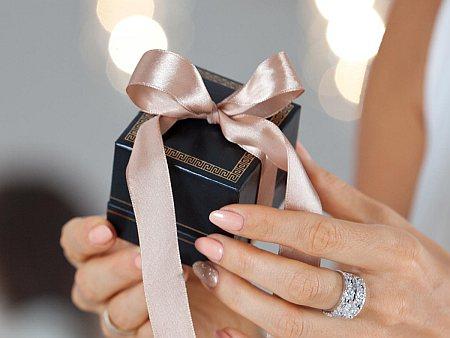 Scegliere una collana d'argento per un regalo speciale