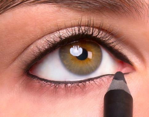 Trucco tightlining: un eyeliner invisibile per dare profondità allo sguardo