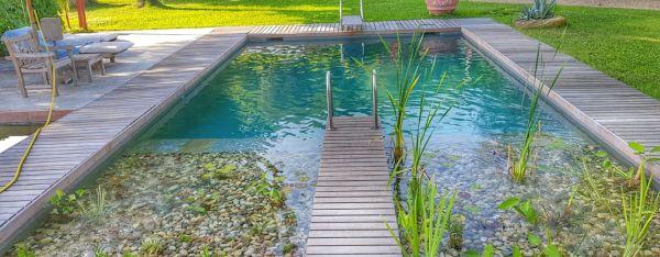 La piscina si fa bio, tutti i vantaggi di una soluzione verde e votata al risparmio